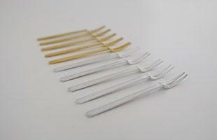 姫フォークは通常の真鍮と真鍮銀メッキの2種類のご用意がございます