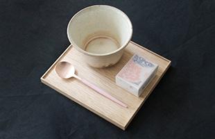 和菓子やお茶など『和』の素材との組み合わせることで、また違った表情を見せるカトラリーです