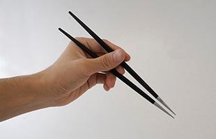 適度な重さがあり高級感のあるCutipol クチポールのお箸はギフトにもおすすめです