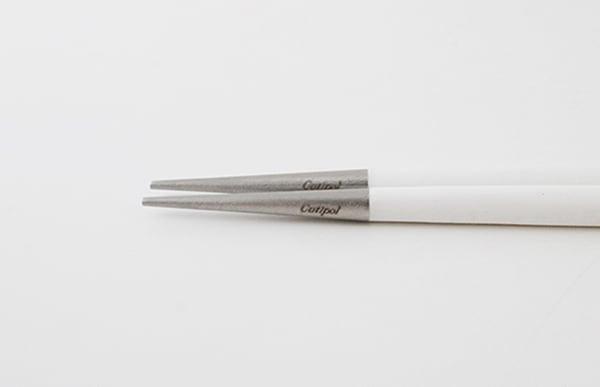 お箸は先端に向けて細くなっているので、テーブルに口に当たる部分が接しません
