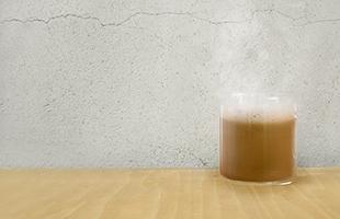 冷たい飲み物だけではなく温かい飲み物を入れてご使用になることもできます。季節を問わずに使うことのできる耐熱グラスです