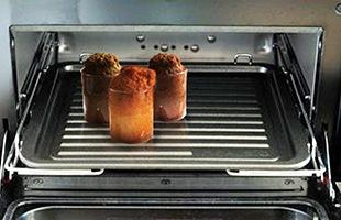 耐熱性のグラスは、そのままオーブンや蒸し器の中に入れて使用できるのでお料理やスイーツを作る時にもとても便利です