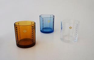 柳宗理 Yグラスはクリア、アンバー、ブルーの3色展開です