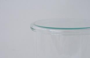 耐熱性と密閉性はありませんがホコリよけなどのラップのかわりとして、またフタとしてだけでなくコースターや小皿としてもお使いいただけます