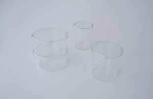VISION GLASS と一緒に使用する事でクルミやナッツなどを入れたり、ちょっとした小物入れにもなります