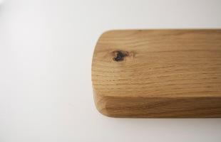 自然の素材を使用している為、木の節や細かな傷がある場合がございます