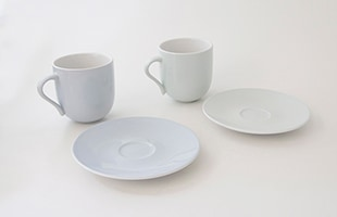 同色のマグやカップと組み合わせることで、テーブルを美しく彩ってくれます