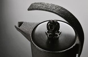 鉄瓶 / 黒川雅之 IRONY/ケトル KETTLE IR-R  [ 鉄瓶 / 鐵壺は黒川雅之]