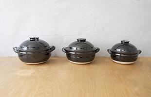 左から飯炊き釜5号、飯炊き釜3号、飯炊き釜2号
