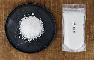 塩のエキスパート「青山志穂さん」と一緒に、特製ブレンドによるオリジナルの塩「梅子の塩」を作りました