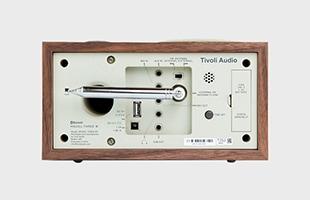 Tivoli Audio Model Three BT Generation2 Walnut Beige 背面のイメージ