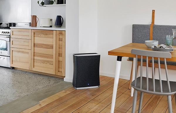 ファブリックの柔らかな質感がいわゆる「家電製品」らしさを和らげ、インテリアにもより一層調和しやすいデザインに変わりました