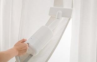 軽量設計なので、ふとんノズルを装着すると、片手で簡単にカーテンのお掃除が出来ます