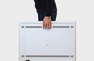キャスターと本体部分にも持ち手がありますので、簡単に使用する場所を移動することが出来ます。