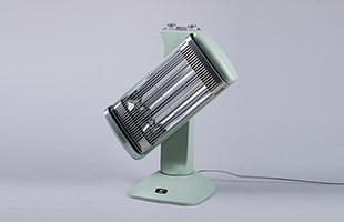 """使用シーンに合わせて暖房範囲をワンタッチで切り替える""""電動・縦横ローテーション""""を搭載しています"""