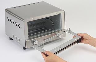 扉が外せることからトースター内のお掃除、お手入れが簡単にできるという実用性を兼ねそろえています