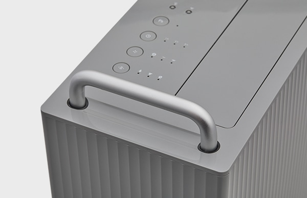 まるでスーツケースのようなボックスデザインは、ハンドルとキャスターが生み出すかつてない使い心地です