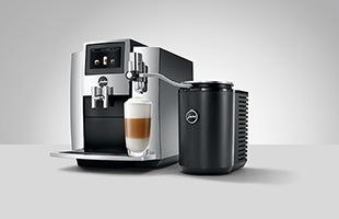 コーヒーマシン本体をチューブでつなぎ、最適なミルクフォームで美味しいコーヒーをお召し上がりください。画像のチューブはオプション品(日本未発売)です、付属のチューブはシリコン製チューブになります。