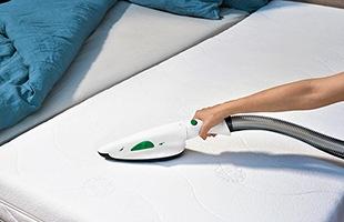 ブラシ掛けと吸引を同時に行い、細かいゴミも逃さないことでぜんそくやくしゃみの発作を抑えるのに役立ちます。