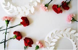 お花とペーパーリースにメッセージを添えて、毎日の感謝の気持ちを伝えてみてはいかがでしょうか?