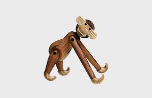 「丸みがあり、柔らかく、手に持ったときの心地よさを大切に」というデザイン信条のもと、一つひとつ手作業で製作されております