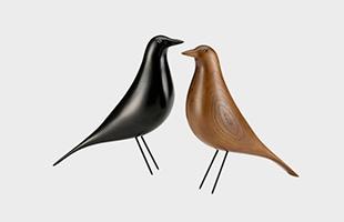イームズ夫妻が心をひかれて集めた民芸品の中でも最も気に入っていたといわれる鳥のオブジェです