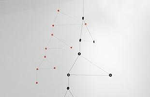 tempo モビール constellationはブラックとレッドの2色展開です