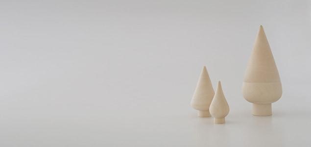 白木の温もりを感じるdesignshopオリジナルのクリスマスツリー なめらかなフォルムのマトリョーシカ ツリー