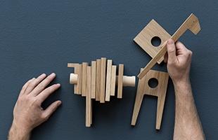 パーツを組み合わせる立体パズルの要素もあり、小さなお子様のおもちゃとしてもおすすめです。