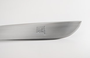 ペーパーナイフにはダネーゼのロゴが刻印されています