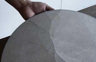 使うほどに表面には細かなひびが入りますが、欠けて剥がれてくることはありません。使えば使う程、味が出てくる経年変化の様子をお楽しみください