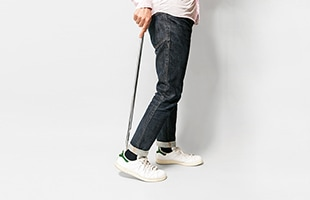 靴べら本体の柄が70cmと長いので、膝を曲げずに使用することが出来ます
