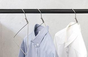 人の形により近く作られているので、シャツが型崩れしにくく見た目もスタイリッシュなハンガーです