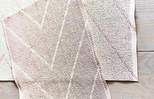 Brita Sweden PLUSTIC RAG 70×150 RITA Dustyroseはリバーシブルでお使い頂くことで、柄の違いをお楽しみ頂けます