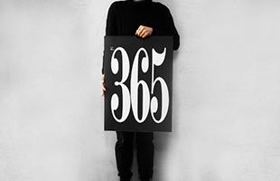 ポスターのような白い大きな紙に印刷された、これまた大きな黒い数字は、部屋に入った瞬間に目に入るほどインパクトがあります