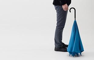 ちょっと置きたい時にも、傘立て無しで自立もしてくれる優れものです