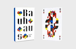 2019年に「バウハウス」が創設100周年を迎えることを記念し、パリのグラフィックスタジオCheeriがバウハウスのカラーセオリーを使ってトランプをデザインしました