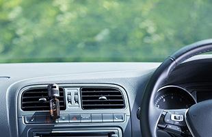 長時間の運転や車内の匂いが気になる時にお使いいただくと気分転換になり充実したカーライフをお過ごしいただけます