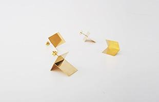 「blank pierces」はシルエットだけでなく、内側の面に映る反射した様子まで計算されたデザイン
