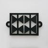 釜定/南部鉄器/鍋敷き [しき]  210は枠の中の三角の配置が心地いい鍋敷き [しき] 。  釜定の南部鉄器/鍋敷き [しき] 210、212は三角、丸をグラフィカルにデザイン。 釜定の南部鉄器/鍋敷き [しき] 210、212は三角、丸がグラフィカルにデザインされており、昭和を思わせる、どこか懐かしいデザイン。鍋敷き [しき] 210は三角、四角、直線、そして鍋敷き [しき] 212は丸、四角、直線ともに黒い鉄器の鍋敷き [しき] なのに、とても表情豊かです。両方の鍋敷き [しき] 共に直径25cmあるので多少大きい鍋でも対応可能です。