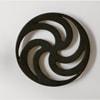 芳武茂介 鍋敷き [しき]  渦輪 花弁 角寄せ −工芸デザインの先駆者が残した伝統工芸の新たな美意識。  日本の伝統的な柄をモチーフにしながら、1966年にデザインされた鍋敷き [しき] です。 デザイナーの芳武茂介は現在の日本クラフトデザイン協会を設立し、クラフトデザイン運動を起こした、まさに工芸デザインの先駆者。山形鋳物の特徴である「薄肉美麗」を体言する高度な鋳物技術を用い、肉厚は薄く整えられ、鋳肌の美しさが際立ちます。