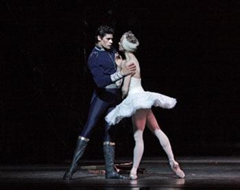 英国ロイヤル・バレエ「白鳥の湖」ヌニェス&ソアレス 輸入版(DVD)