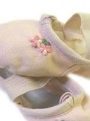お花のアップリケ付きバレエシューズ