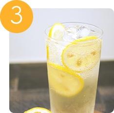 炭酸で割った水出しレモン