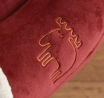 甲部分にはエルク(ヘラジカ)のワンポイント刺繍