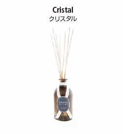 ヴィアブレラシリーズのリードディフューザー。クリスタルの香り
