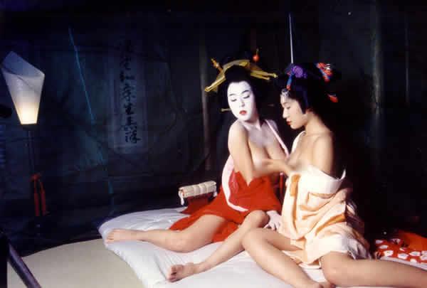 春画(枕絵)の世界観を平成の美女が再現