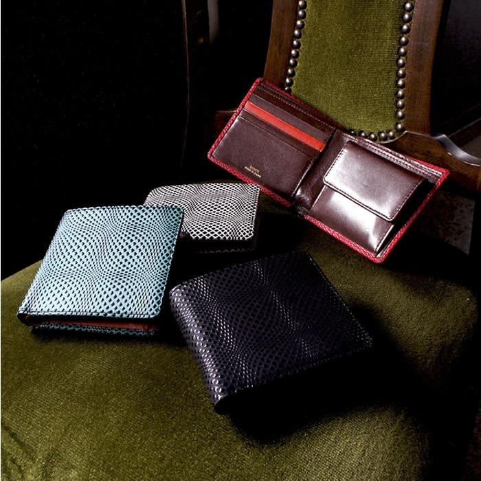艶やかな漆で立体的な幾何学模様の本革二つ折り財布