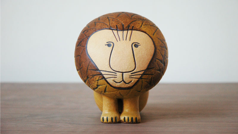 Lionライオン・ミディアムサイズ,前からの姿,Lisa Larsonリサ・ラーソン,スウェーデン,北欧オブジェ,北欧置物,北欧インテリア,北欧雑貨