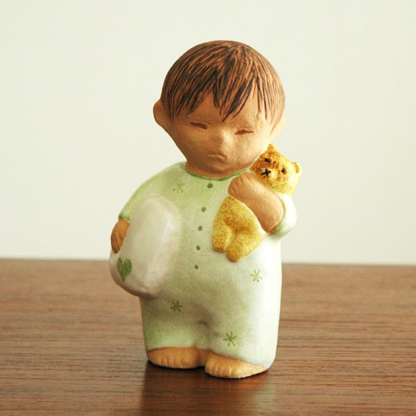 Boy with Bear グリーン,彫像,オブジェ,置物,Lisa Larson,リサラーソン,北欧,スウェーデン,子ども,北欧雑貨,北欧インテリア